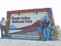 在美国加州死亡谷体验53℃高温