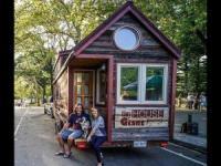美夫妇拟用改装房车环游美加两国